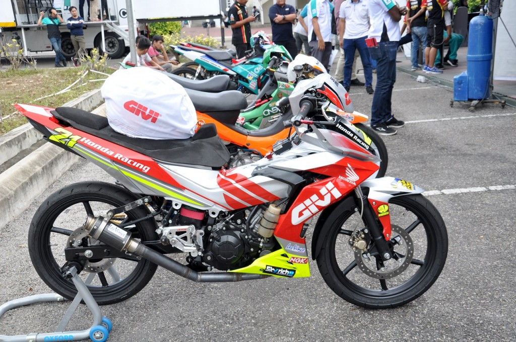 GIVI Honda Yuzy Racing Bike