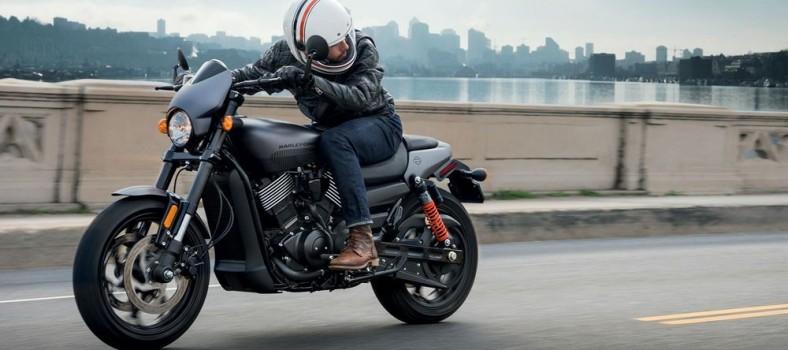 Harley-Davidson Street Rod 750 01