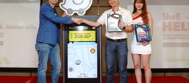 Waze's Edward Ling (L) and Shell Lubricants' Alex Lim_2