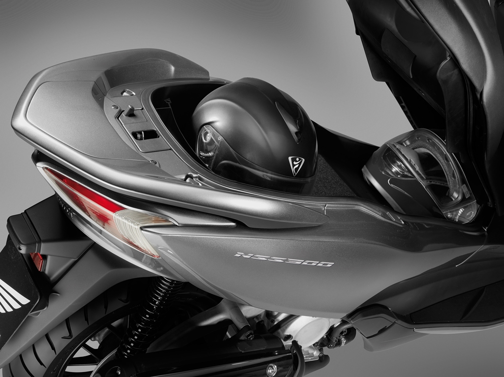 2017 Honda NSS300 10