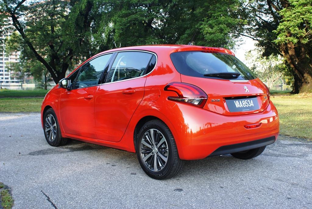 Peugeot 208 PureTech Review 02