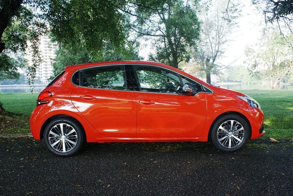 Peugeot 208 PureTech Review 05