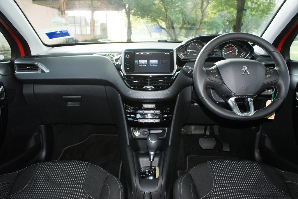 Peugeot 208 PureTech Review 09
