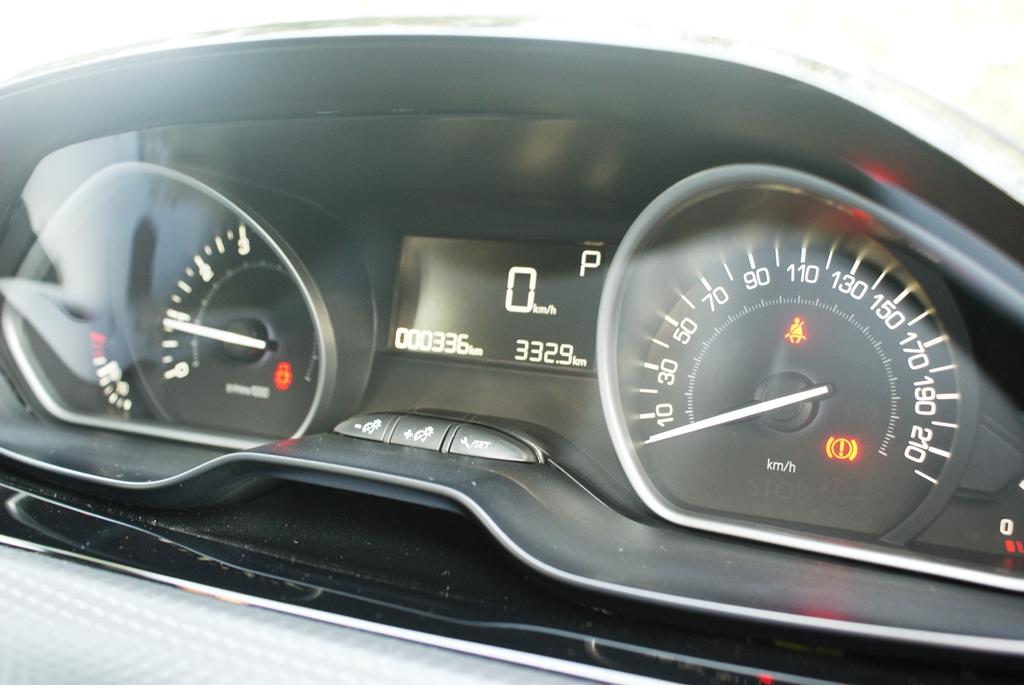 Peugeot 208 PureTech Review 11