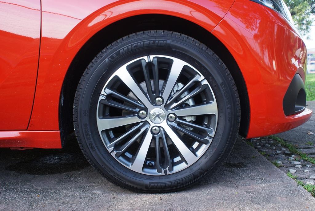 Peugeot 208 PureTech Review 20