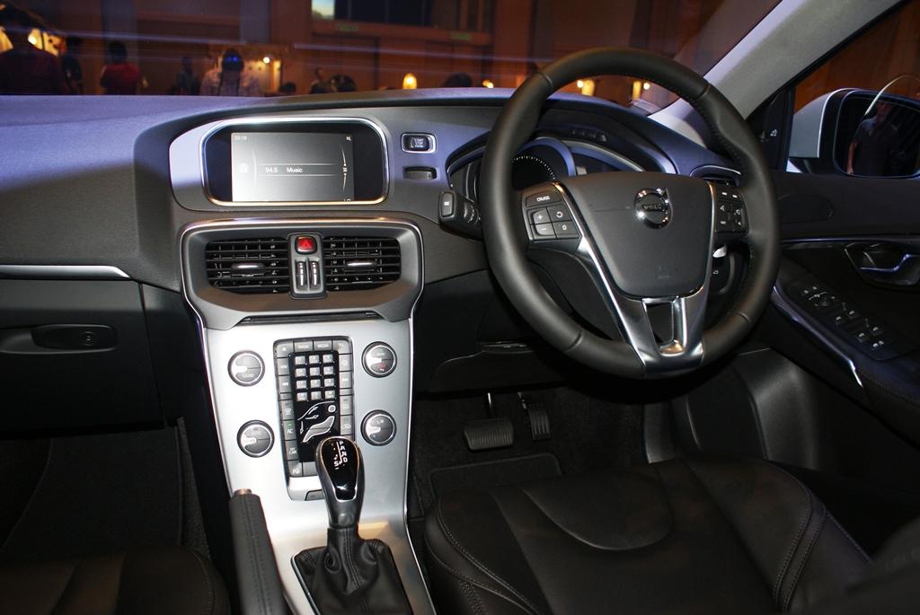 Volvo V40 Facelift Launch11