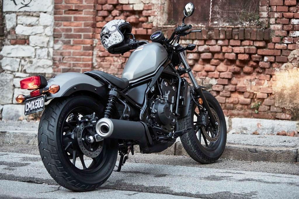2017-Honda-Rebel-500-300-lifestyle-21
