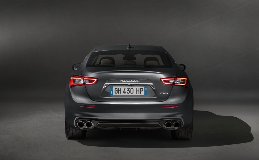 Small-13242-MaseratisvelaleprimeimmaginidellanuovaGhibliGranLusso