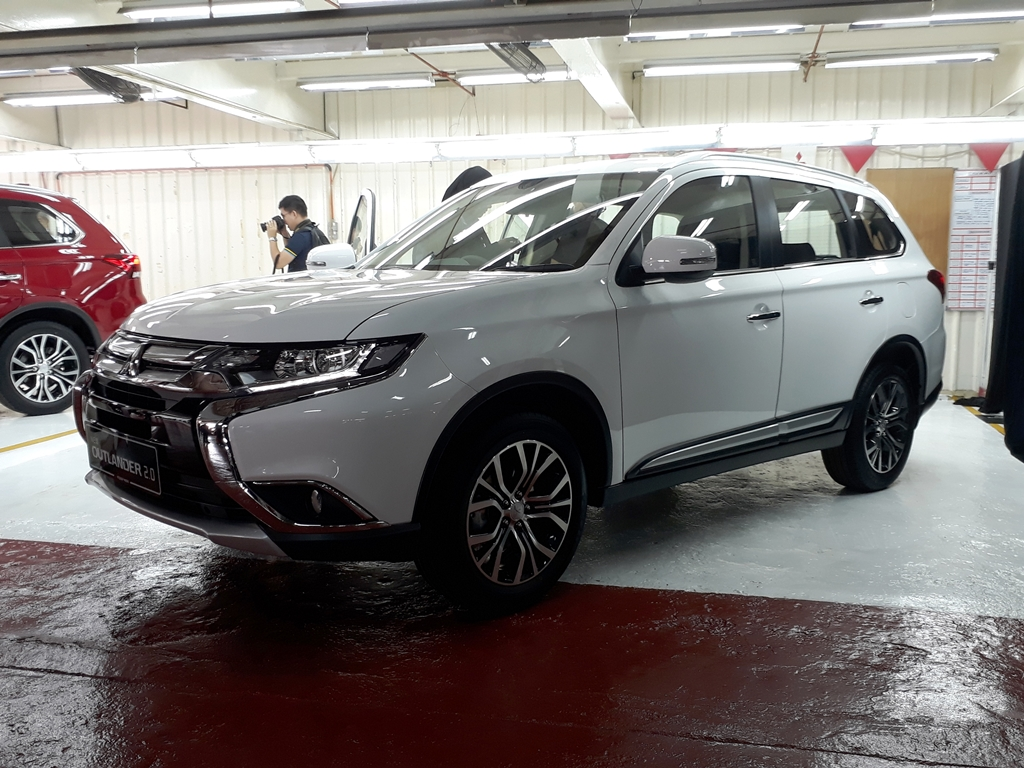 Mitsubishi Outlander CKD Launch 03