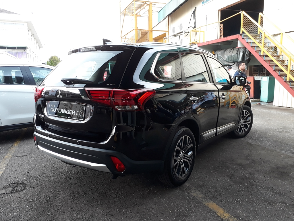 Mitsubishi Outlander CKD Launch 11
