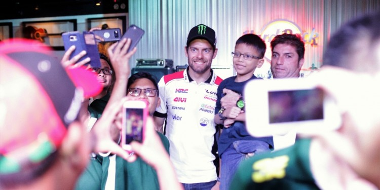 Cal Crutchlow (left) & Team Owner  Lucio Cecchinello mingling with fans (2400x1600)