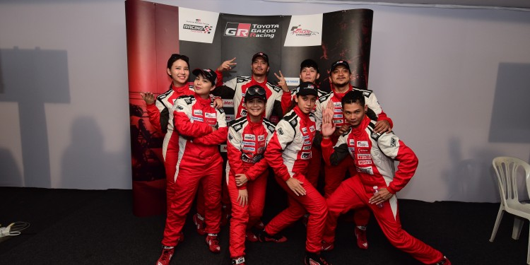All nine celebrities  posing for a celebratory shot