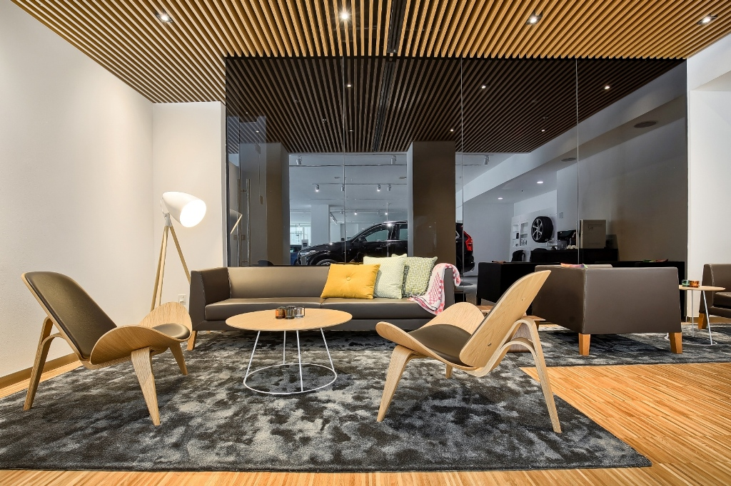 The Volvo Retail Experience -- a warm and inviting interior_LR