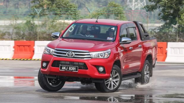 Toyota_Hilux_Fortuner_Drive_Media-94-620x350