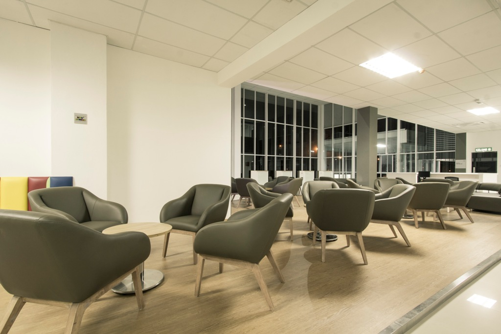 04 Spacious customer lounge at SYK RW Motor Honda 3S Centre for the comfort of customers