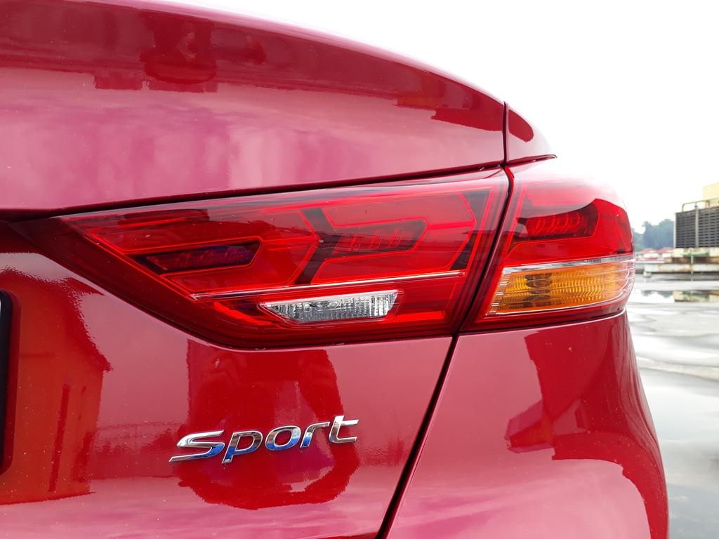 Hyundai Elantra review 08