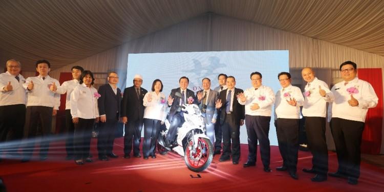 Image 2 - VIP Group Photo