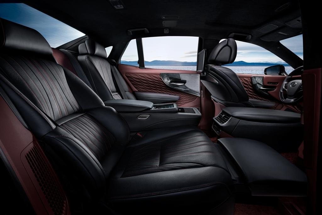 2018_Lexus_LS_500h_Debut_11_13C46E154EB620ED0720921C78111CC56387C388
