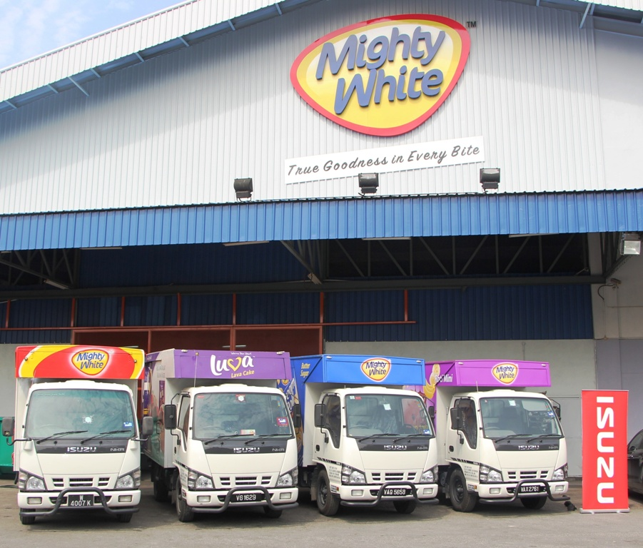 Photo - Isuzu's 100th Unit Delivery to Mighty Bakery 2
