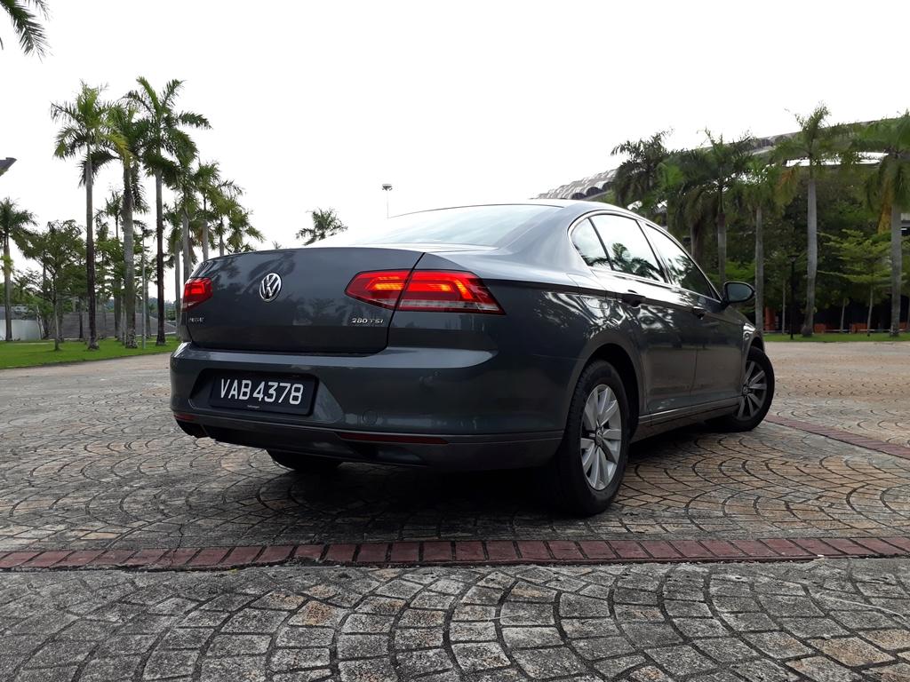 Volkswagen Passat 02