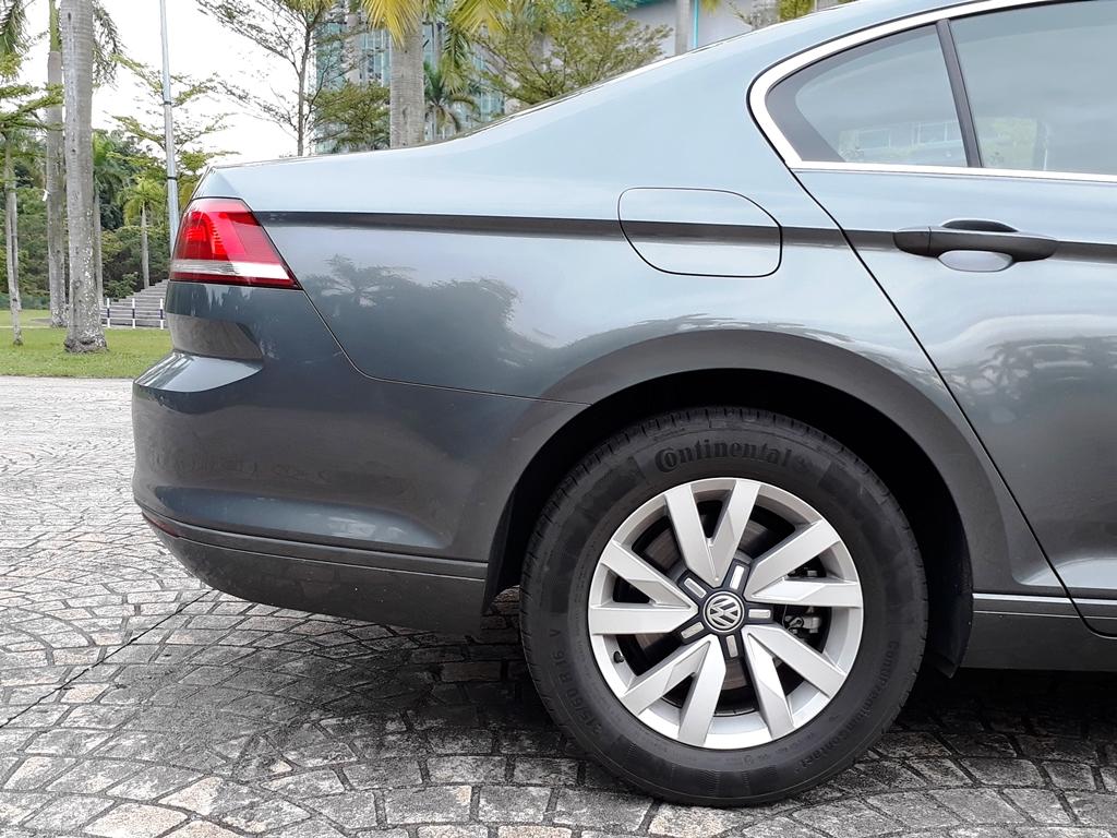 Volkswagen Passat 09