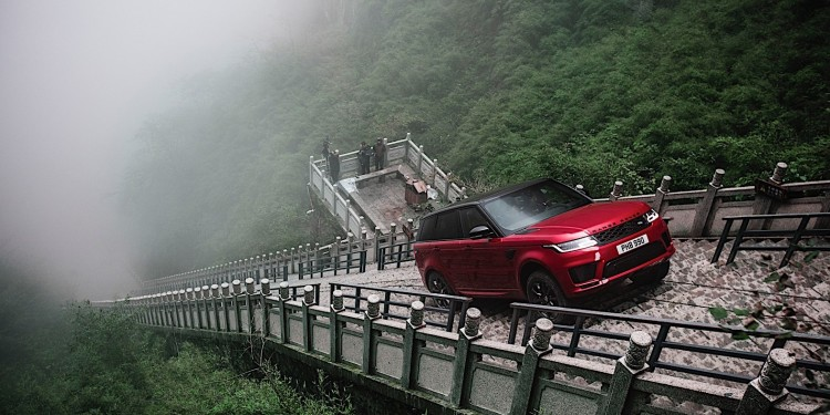 range-rover-sport-phev-climbs-999-steps-to-heavens-gate_1
