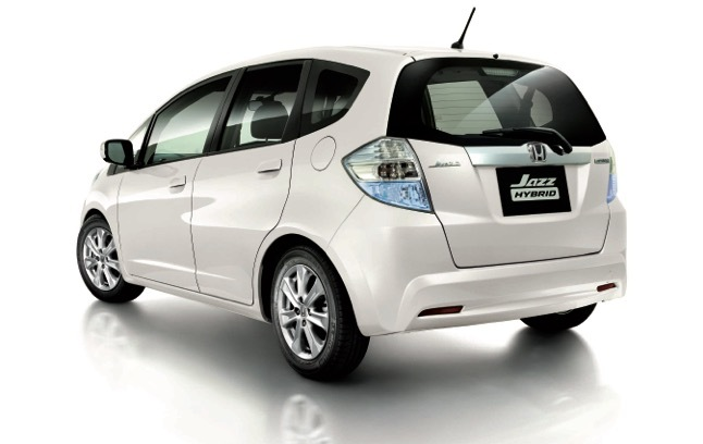03_2 The Jazz Hybrid 2013 Affected Year Model_Rear