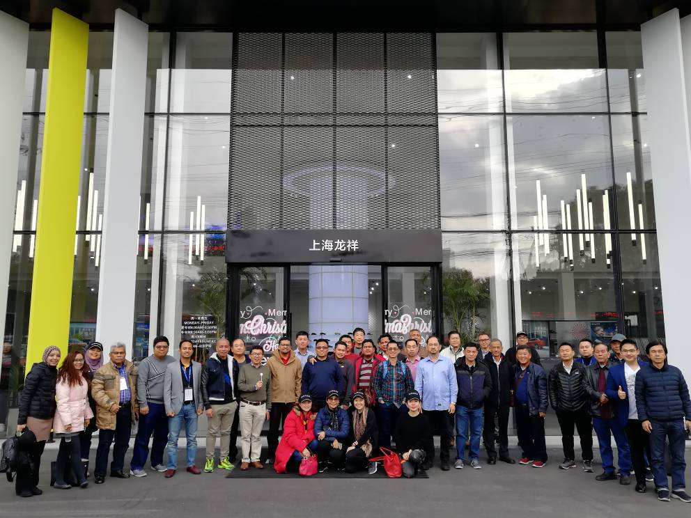 group photo- dealers who visited the Lynk_Co dealer outlet