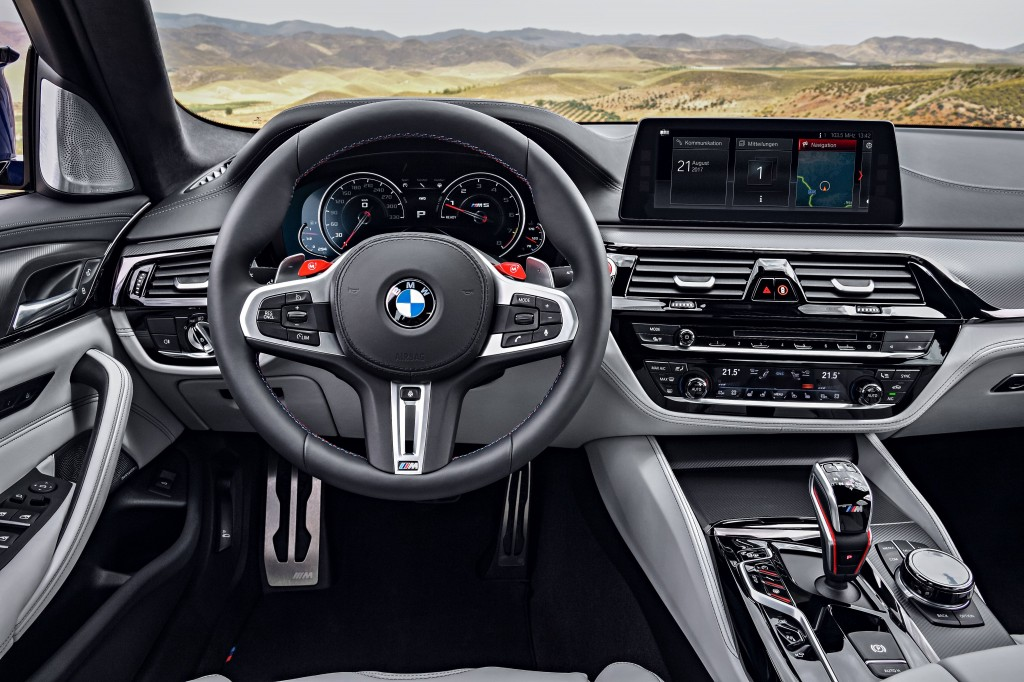 The New BMW M5 int 1
