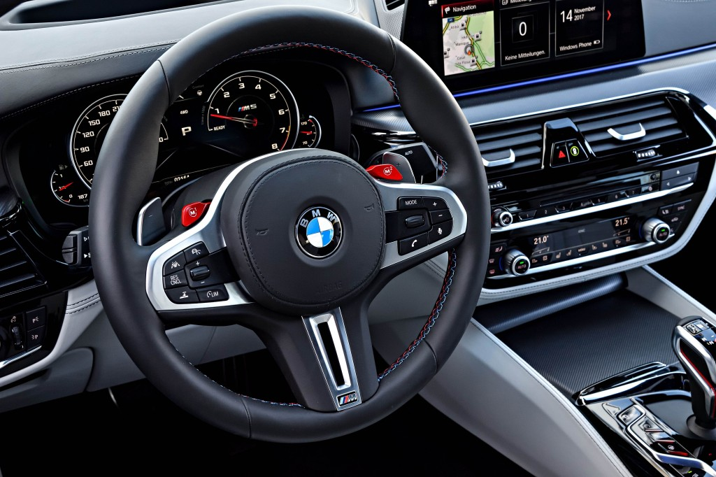The New BMW M5 int 2