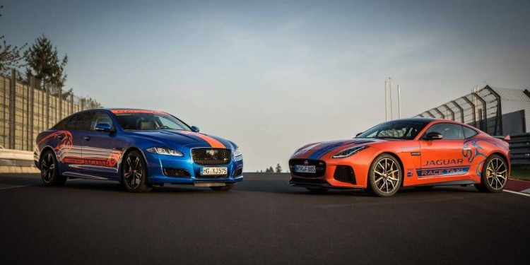 jaguar-xjr575-and-f-type-svr-nurburgring-taxis