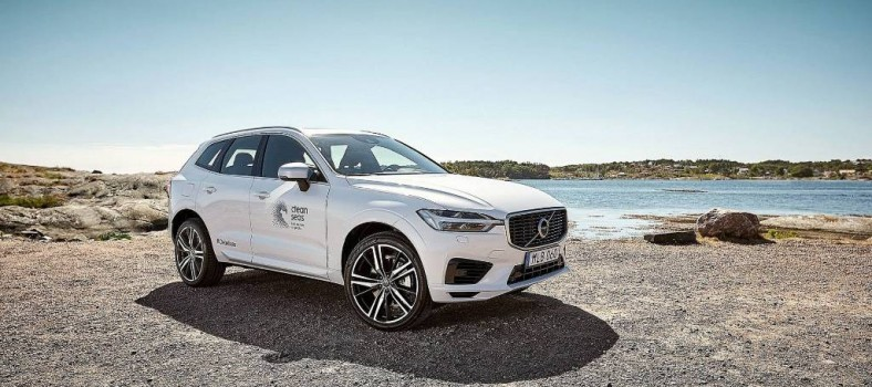 volvo-xc60-t8-with-details-made-of-recycled-plastics